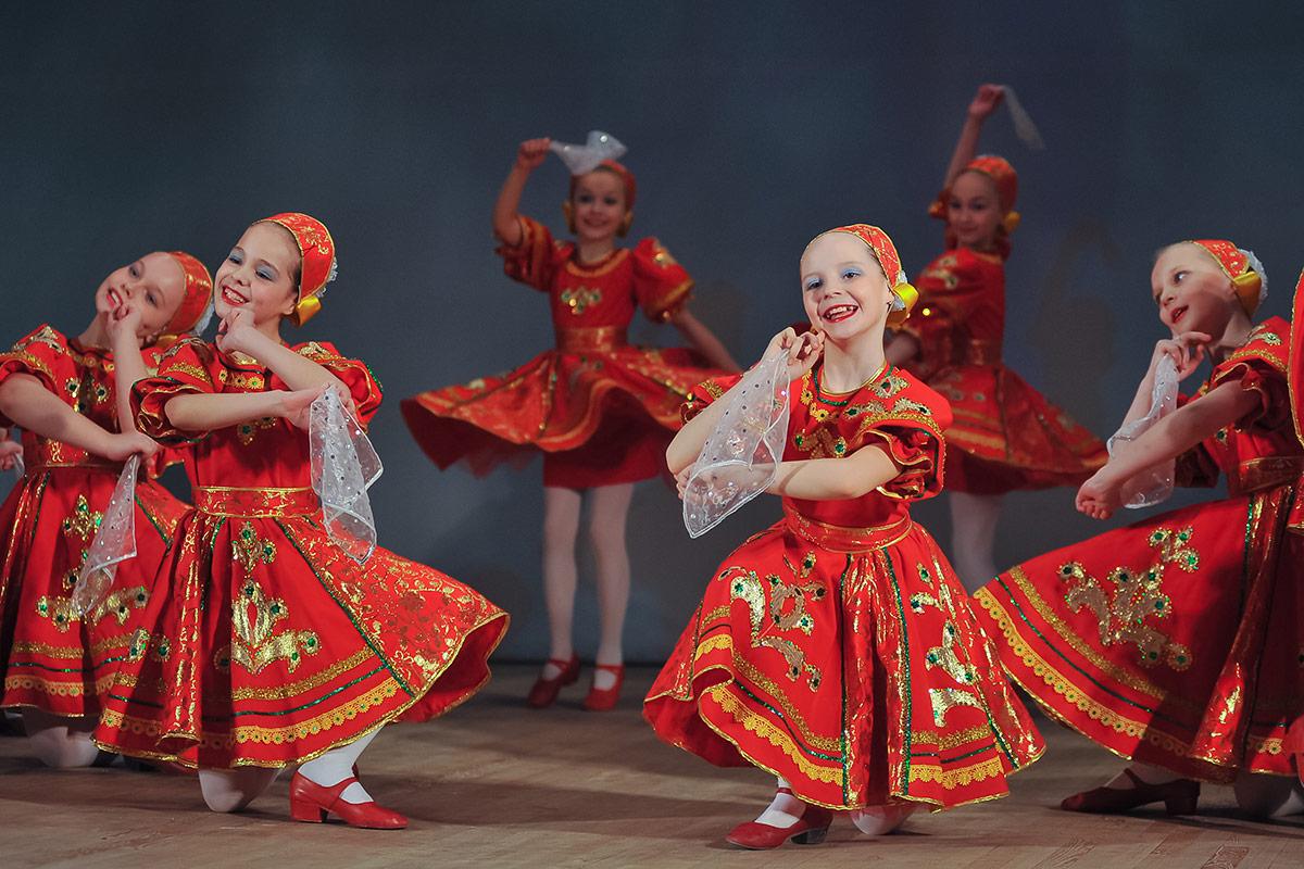 Картинки танцующих детей в русских народных костюмах